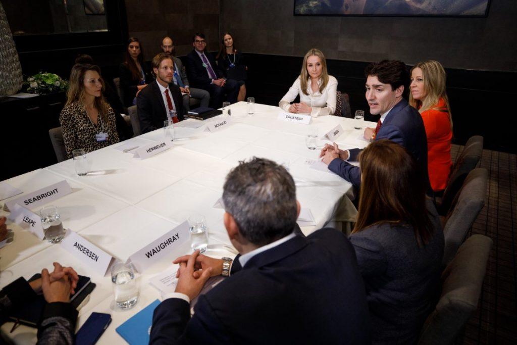 Prime Minister Trudeau takes part in a roundtable on oceans in Davos. January 24, 2018.//Le premier ministre Trudeau prend part à une table ronde sur les océans, à Davos. 24 janvier 2018.