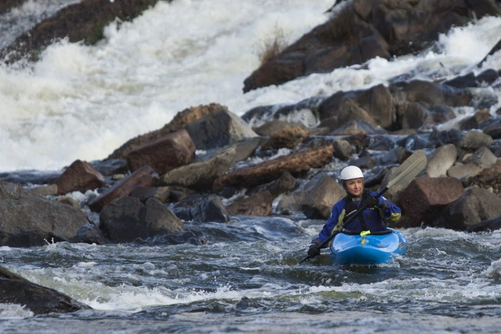 Alexandra Cousteau whitewater kayaking at the Potomac Gorge in Virginia© Blue Legacy/Oscar Durand