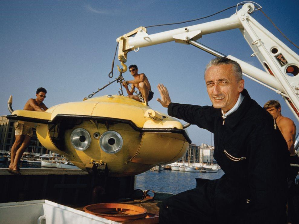 cousteau-diving-saucer-abercrombie_8009_990x742 (Medium)